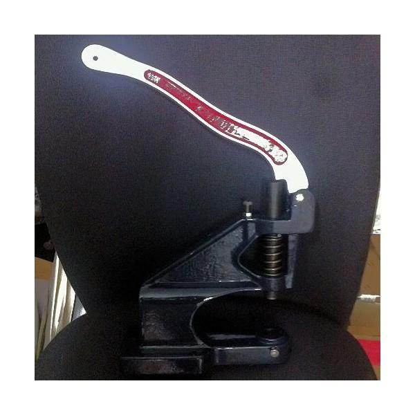 Presse pour sertir les pressions 12 mm.