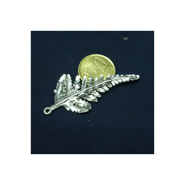 Magnificent orchid in metal, to decorate your bags, pendant with ring.