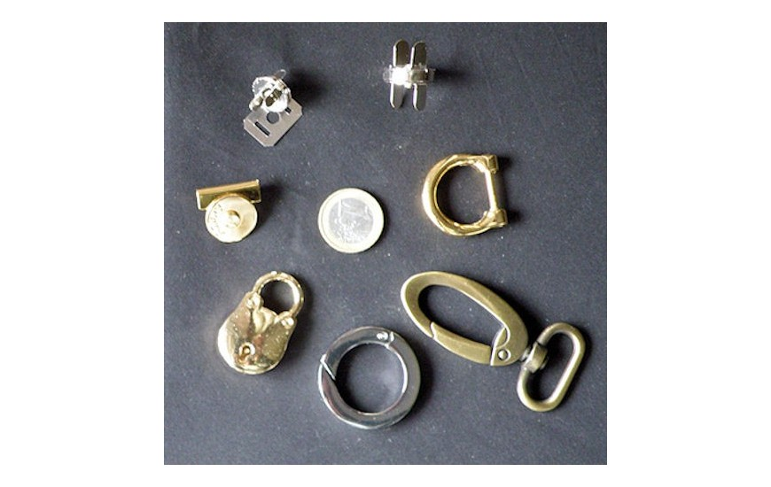Metal locks purse closures